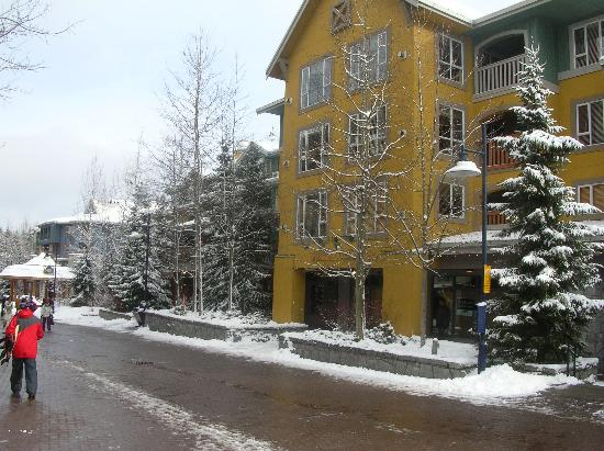 Whistler Town Plaza Suites: View From outside
