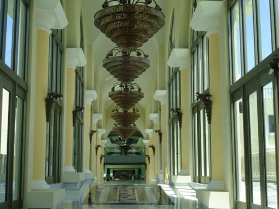 Iberostar Grand Hotel Paraiso: Hallway Between Lobby and Buildings
