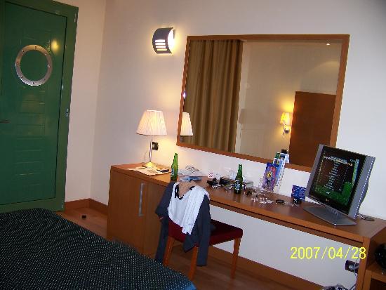 Luna Hotel Motel Airport: Zimmer