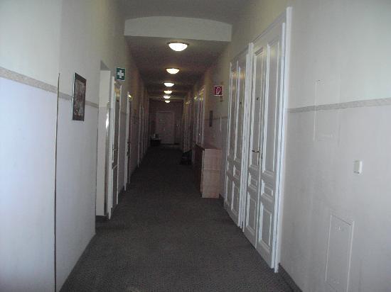 Hotel Post: el otro lado del descansillo de la escalera