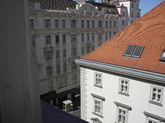 Hotel Post: vistas de la habitacon a la calle