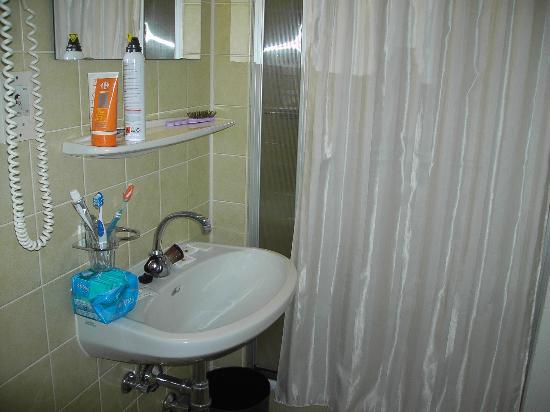 Hotel Post: baño completo