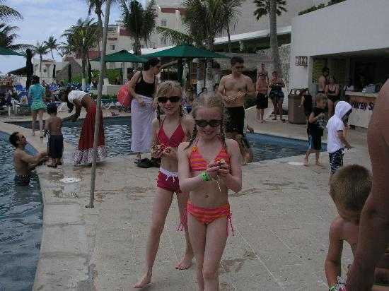 Royal Solaris Cancun : Candy from pinata