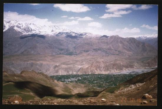 Chitral, Pakistán: Boni valley from the mountain top