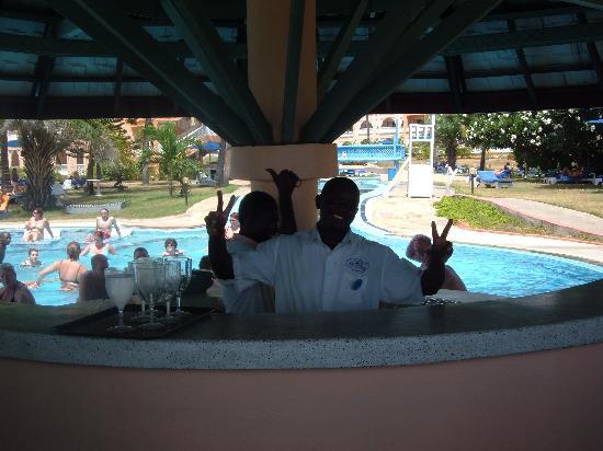 Sun n' Sand Beach: hi boys