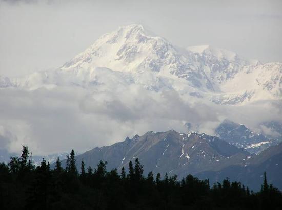 Mt. McKinley Princess Wilderness Lodge: Ausblick von der Terrasse auf den Mt McKinley