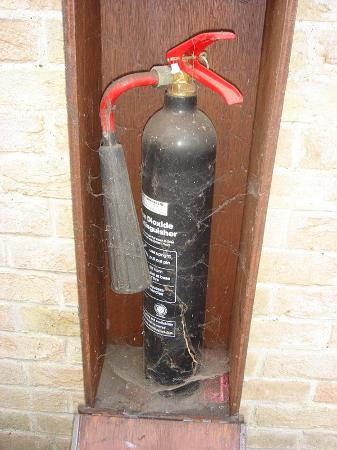 Northwold, UK: Nearest Fire Extinguisher to our room