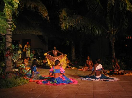 Beachcomber Dinarobin Hotel Golf & Spa: night show