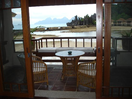 El Nido Resorts Lagen Island: View of balcony from room (low tide)