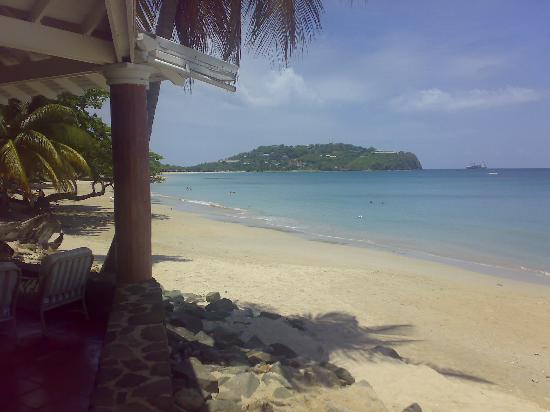 Rendezvous Resort: Beach from bar/restaurant