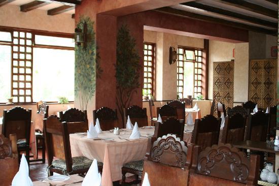 Hacienda Uzhupud: The Dining Room.