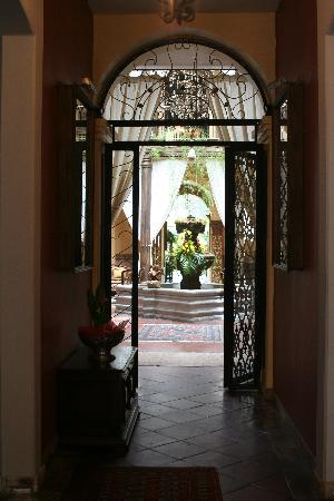 Mansion Alcazar Boutique Hotel: Front entry.