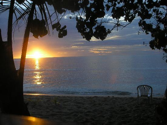 Octopus Resort: Sunset from bure