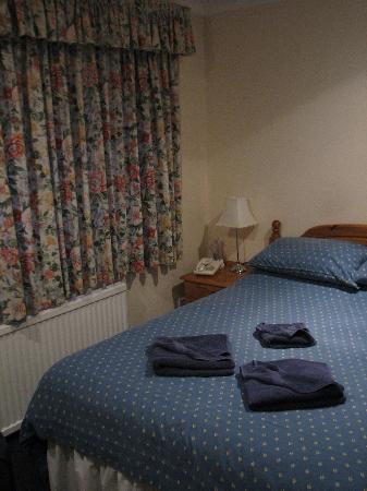 Gatwick Corner House Hotel: Corner House Hotel Room