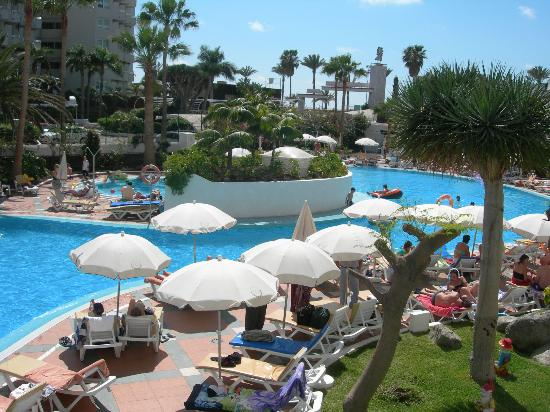 Palm Beach Tenerife: Here is the pool area.