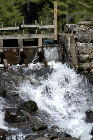 Madison, Nueva Hampshire: The waterfall at The Mill