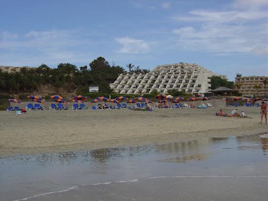SBH Crystal Beach Hotel & Suites : Les pieds dans l'eau