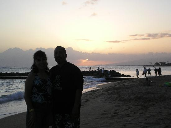 Regency on Beachwalk Waikiki by Outrigger: Sunset outside the Outrigger on the Beach