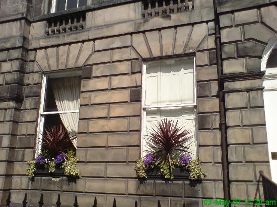 20 London Street: Front