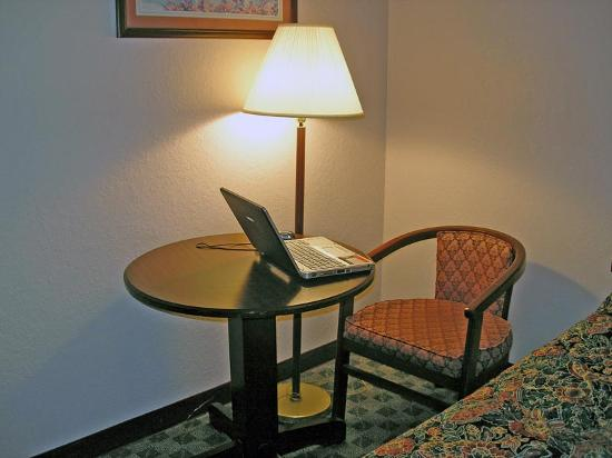 Super 8 Galveston: Table where I used my laptop computer