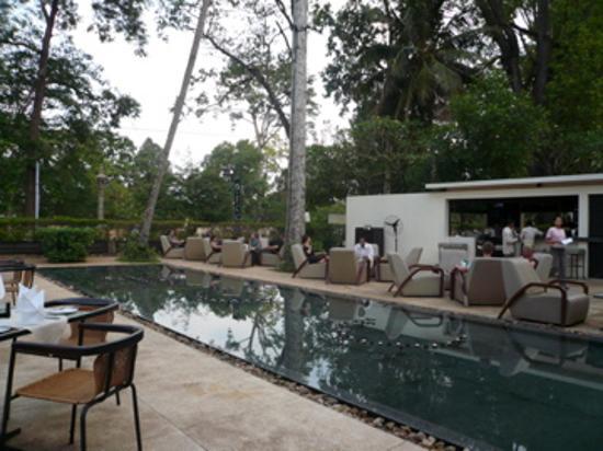 FCC Angkor: hotel bar
