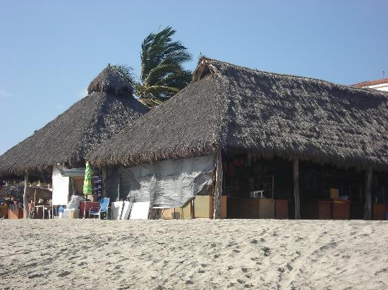 Hotel Riu Vallarta: The hut where we bought souvenirs