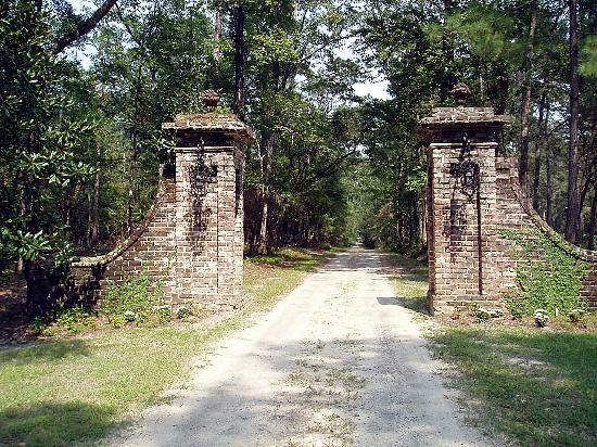 original enterance gates - Picture of Mansfield Plantation ...