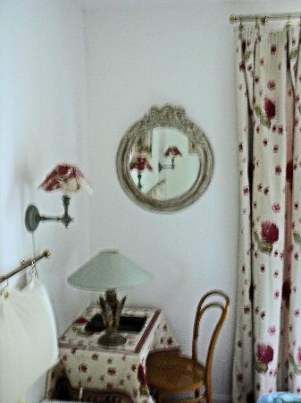 Hotel de l'Avre: un angolo della camera