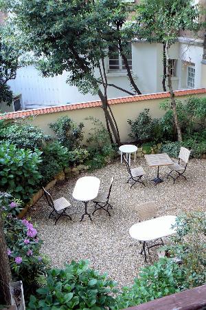 Hotel de l'Avre: vista del giardino dalla camera
