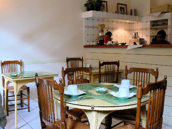 Hotel de l'Avre: la sala interna per la colazione
