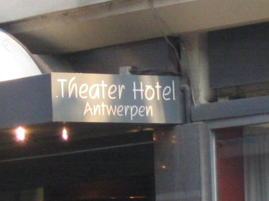 Theater Hotel: hotel entrance