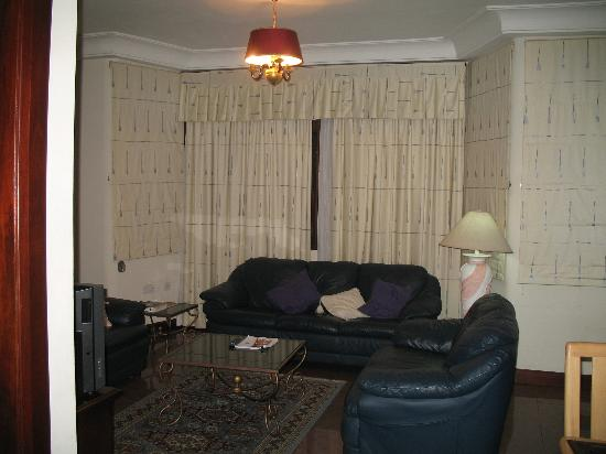 Mahogany Lodge: Living room in suite