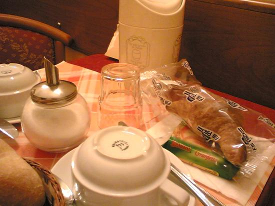 Hotel RomAntica : Light Breakfast