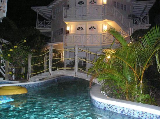 Rondel Village: pool