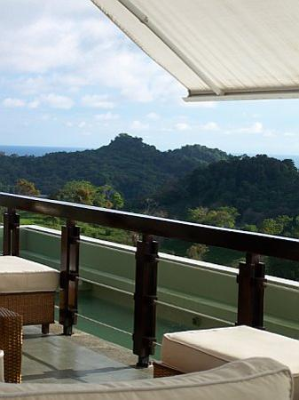 Gaia Hotel & Reserve: Looking out over Manuel Antonio from La Luna