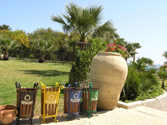 Holiday Village Manar: recycling