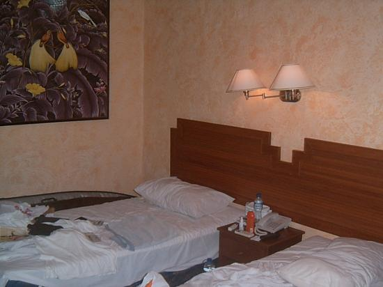 New Arena Hotel: bedroom