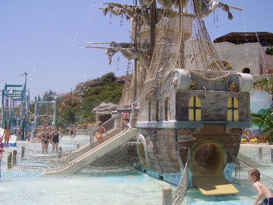 Sunny Days Hotel: nearby water park feature