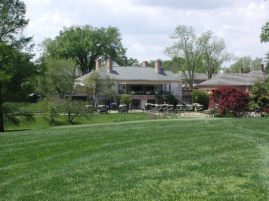 Golden Horseshoe Golf Club : 18th Green & Clubhouse