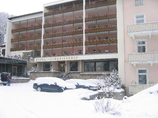 Morosani Schweizerhof Davos: The hotel after a snowfall.
