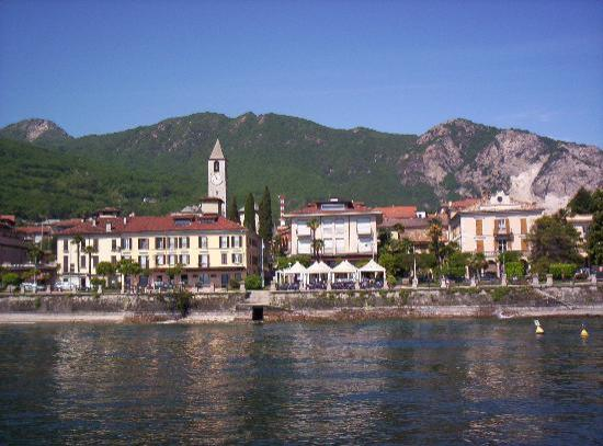 Hotel Residence Dei Fiori: View of Baveno from Lake