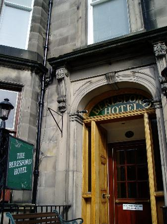 Beresford Hotel: the entrance of the hotel