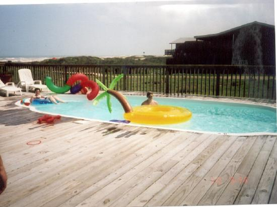 ‪‪The Beach Lodge‬: Deck and pool toys, What a way to relax..‬