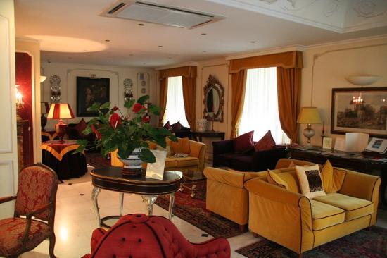 Hotel Jolanda Photo