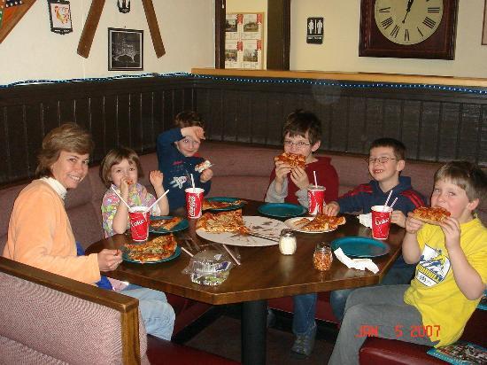 กรองด์มาเรส์, มินนิโซตา: Lunch at Sven and Ole's Pizza