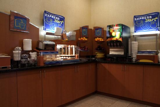 Holiday Inn Express Flagstaff: Breakfast area