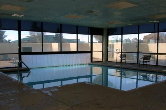 Holiday Inn Express Flagstaff: The indoor/outdoor pool