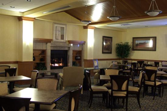 Holiday Inn Express Flagstaff: The Breakfast sitting area