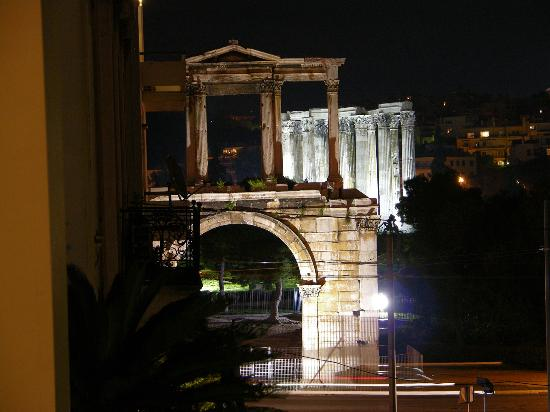 AVA Hotel Athens: Temple of Zeus at night from the balcony