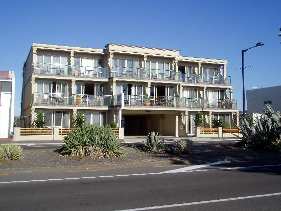 Pebble Beach Motor Inn: Exterior
